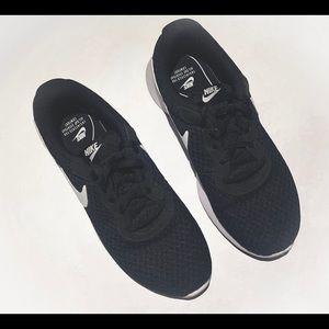 Nike Tanjun Women's Shoes Size 6.5